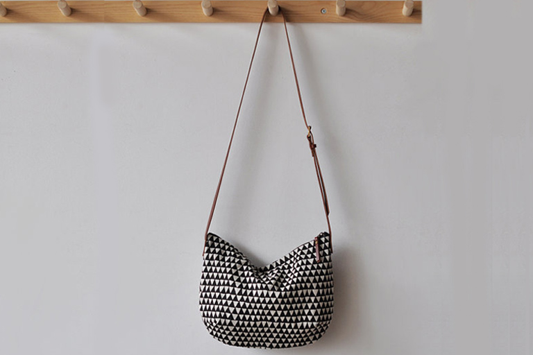 VAL14_ETSY_TriangleBag